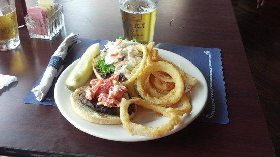 Landfall Restaurant: Lobster burger!