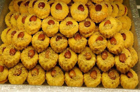 Haleh Pastry: Yum!