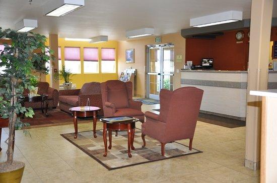 Days Inn & Suites Spokane Airport Airway Heights : Lobby Seating Area