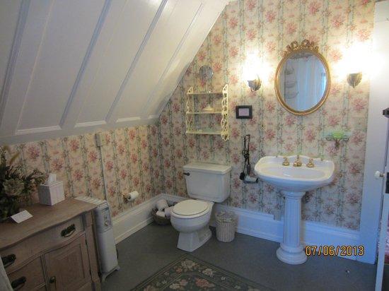 Shaw House : Garden room personal bathroom