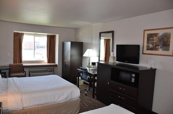 Days Inn & Suites Spokane Airport Airway Heights : Two Queen Furnitures