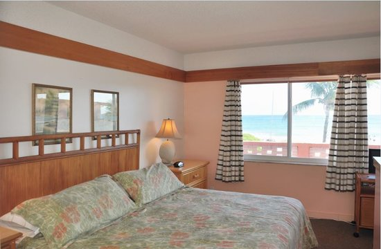 Coral Tides Resort and Beach Club: Bedroom View