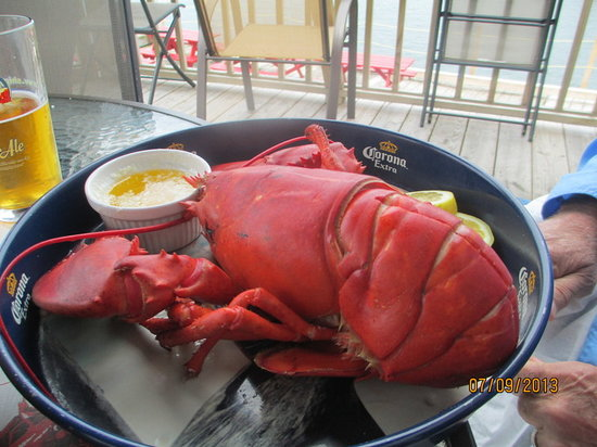 The Inn at the Wharf Restaurant: Lobster on the deck!