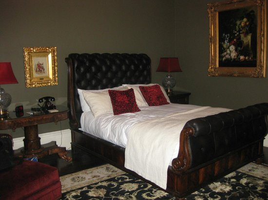 The Martha Washington Inn and Spa: One of the Mansion Rooms