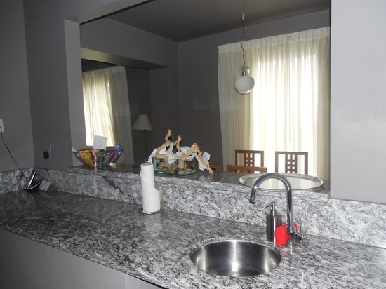 Nassau Suite Hotel: Cocina