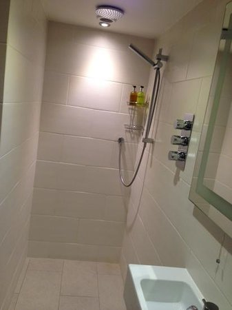 Lorne House: room 5 bathroom shower
