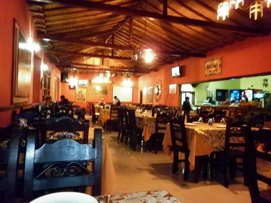 Posada Turistica El Morocho: comedor bien decorado y limpio