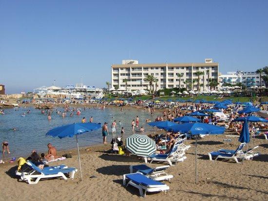Pernera Beach Hotel: beach