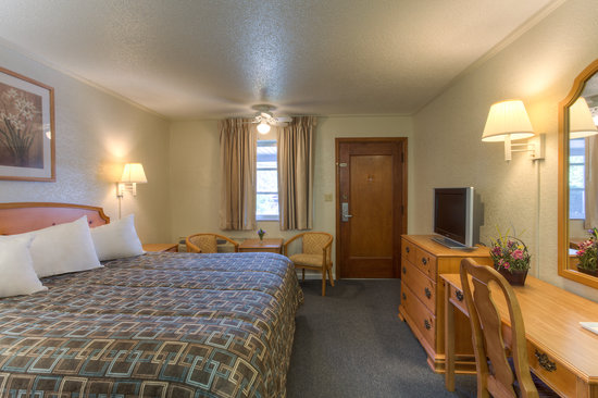 Econo Lodge Belle Aire Hotel : King room