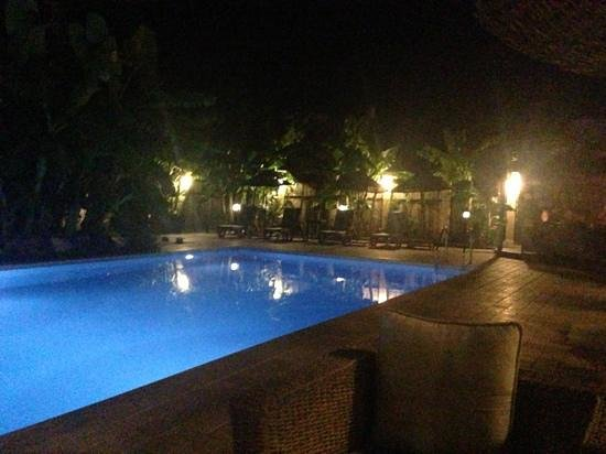 Han Boutique Hotel: the pool at night