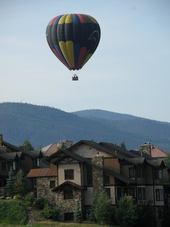 Trailhead Lodge: View of Hot Air Balloons Each Morning