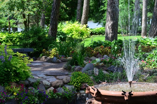 Munsinger Gardens: Water and plants are always a good mix