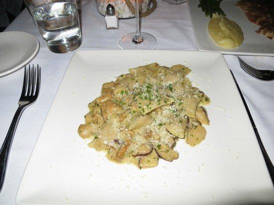 L'Isola : Veal-stuffed raviolis in amazing mushroom sauce