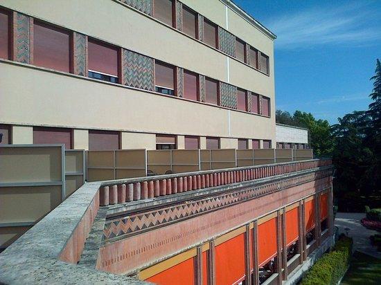 Grand Hotel & SPA: La facciata sul giardino
