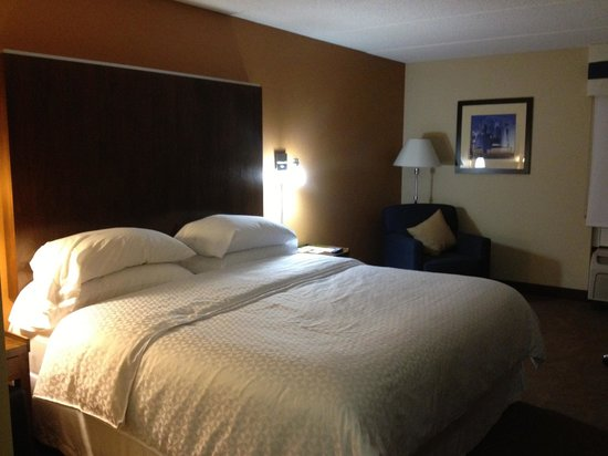 Four Points by Sheraton Mall of America Minneapolis Airport: Guestroom (King) on Second Floor
