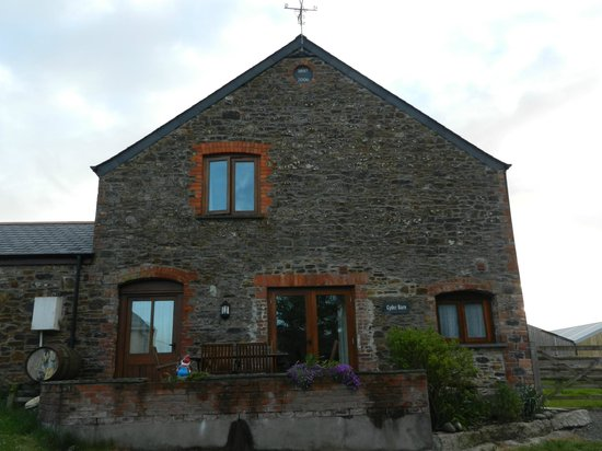 Hele Barton Farm Holiday Cottages: The Cyder Barn