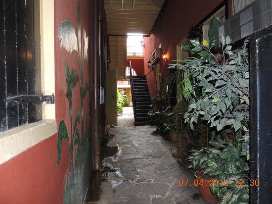 Olivier House Hotel: Inner Hallway Oliver House