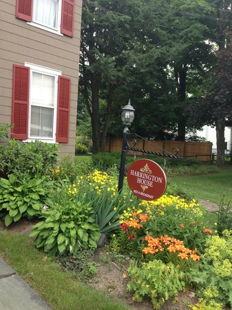 Harrington House : Flowers & sign
