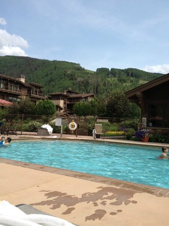 Manor Vail Lodge: View from the main pool