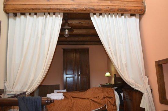 Petronikolis Traditional Hostel: Room 1
