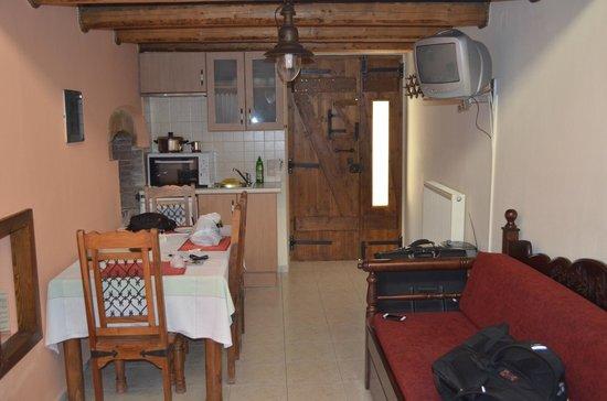 Petronikolis Traditional Hostel: Room 2