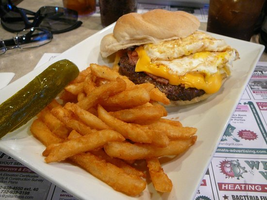 Klee's Bar and Grill: way too well done Jersey burger