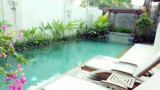 Pradha Villas: Nice and clean pool