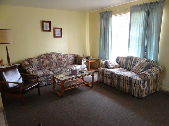 Debbie's Hide A Way: living room