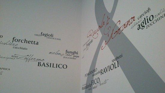 Rucola & Grana: Mural, pared lateral