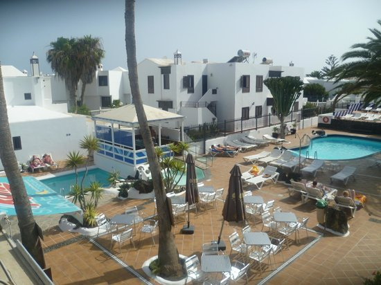Apartamentos Los Tulipanes: View from balcony overlooking the two pools
