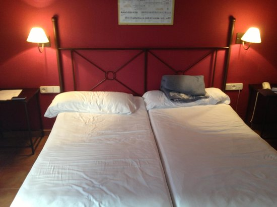 Imperial Hotel Toledo: double bed