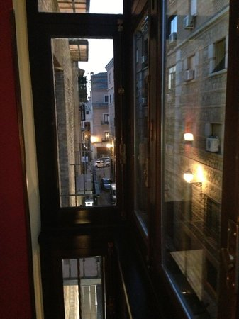 Imperial Hotel Toledo: view up the lane from the balcony