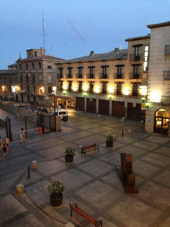 Imperial Hotel Toledo: view out onto the square