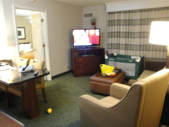 Homewood Suites by Hilton Nashville Brentwood: Main room (sorry its fuzzy)