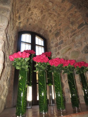 JW Marriott El Convento Cusco: Flowers in the Lobby