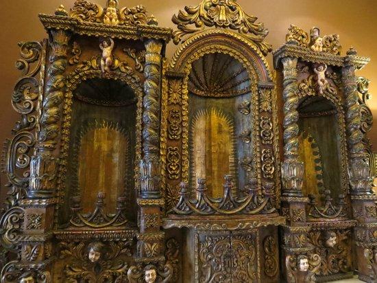 JW Marriott El Convento Cusco: Beautiful artifacts in the Lobby
