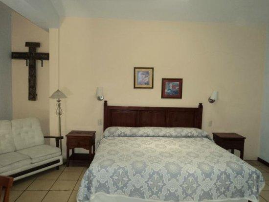 Hotel Las Mariposas: Habitación con cama king size