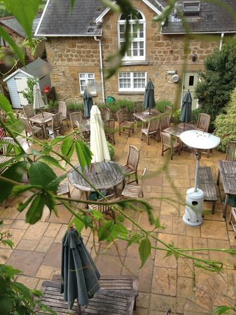 The Queens Arms : The view of the garden/patio from Room 2