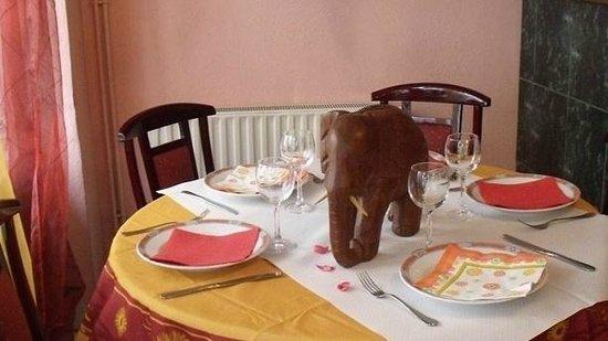 Table familiale picture of kashmir fontainebleau tripadvisor - Table des marechaux fontainebleau ...