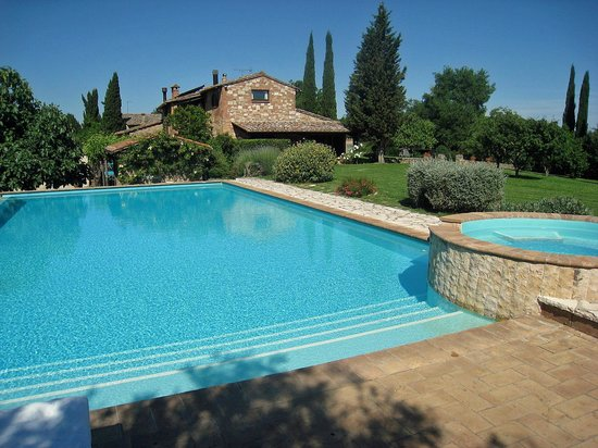 Relais Ortaglia: Pool and house