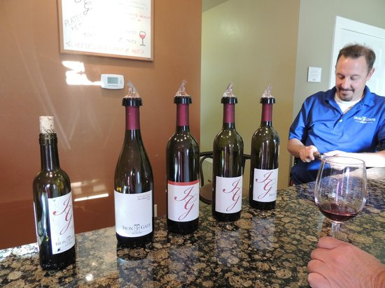 The Iron Gate Inn and Winery: Wine tasting of the reds