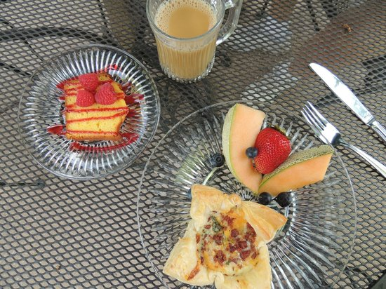 The Iron Gate Inn and Winery: Delicious breakfast