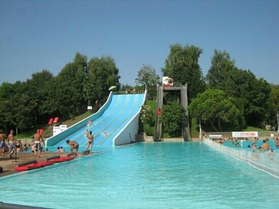 Vasca scivoli foto di piscine tre re fara novarese - Piscine con scivoli ...