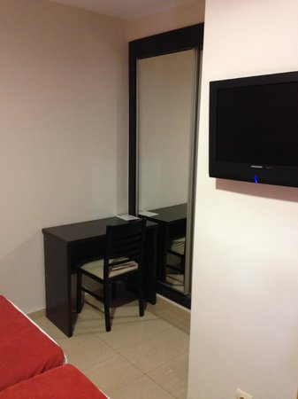 La Mirada Hotel: room view 2
