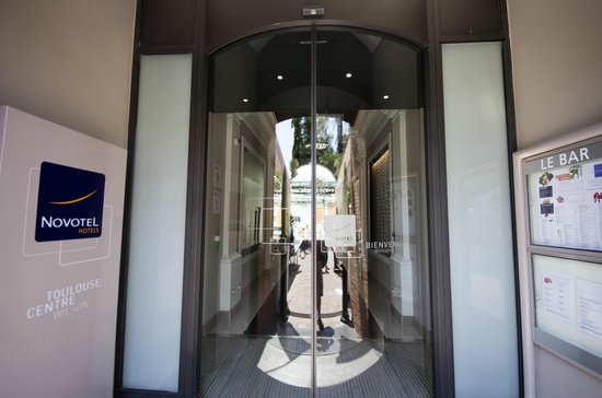Novotel Toulouse Centre Wilson: Hotel Front Door