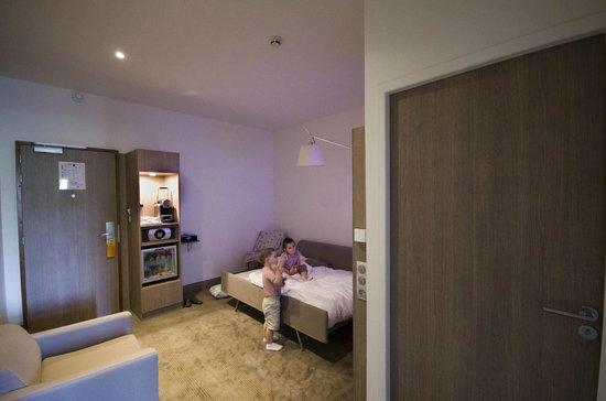 Novotel Toulouse Centre Wilson: Suite Living Room (kids room)