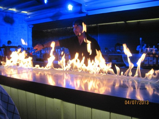 Ostria Resort & Spa : LE BAR en soirée