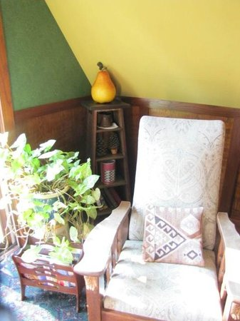 The Black Walnut Guest House: Arts & Craft Room