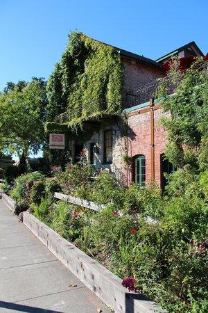 Maison Fleurie - A Four Sisters Inn : The Hotel