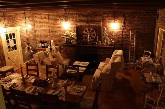 Maison Fleurie - A Four Sisters Inn : Breakfast Room